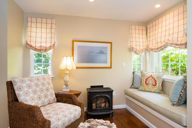 Carmel Cottage with Beautiful Gardens 7