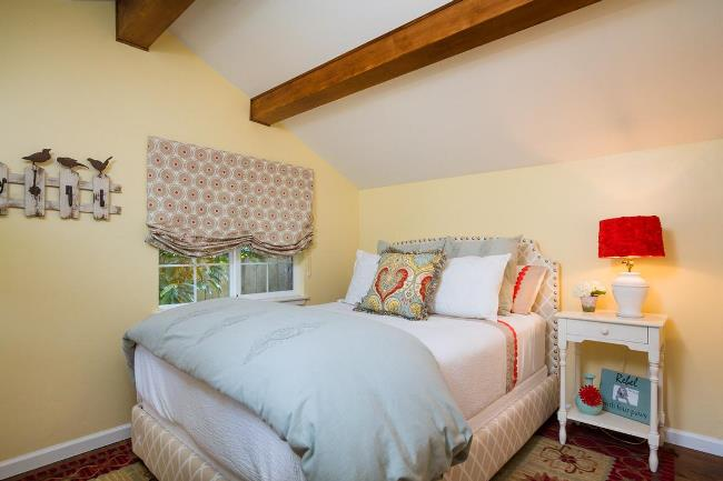 Carmel Cottage with Beautiful Gardens 8