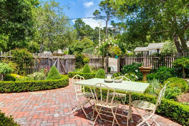 Carmel Cottage with Beautiful Gardens 9
