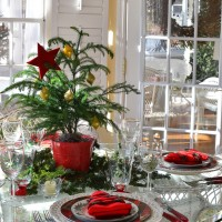 Christmas Table Setting with a Christmas Tree Theme