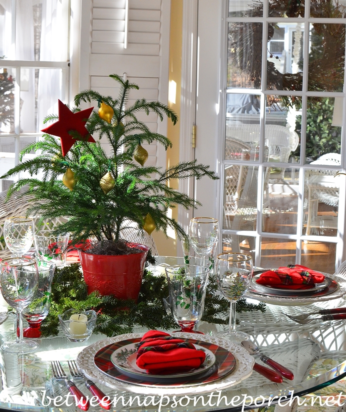 Christmas Table Setting & Christmas Table Setting Tablescape with Spode Christmas Tree Garland ...