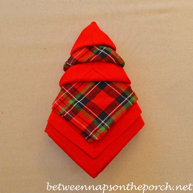 Christmas Tree Napkin Fold 17