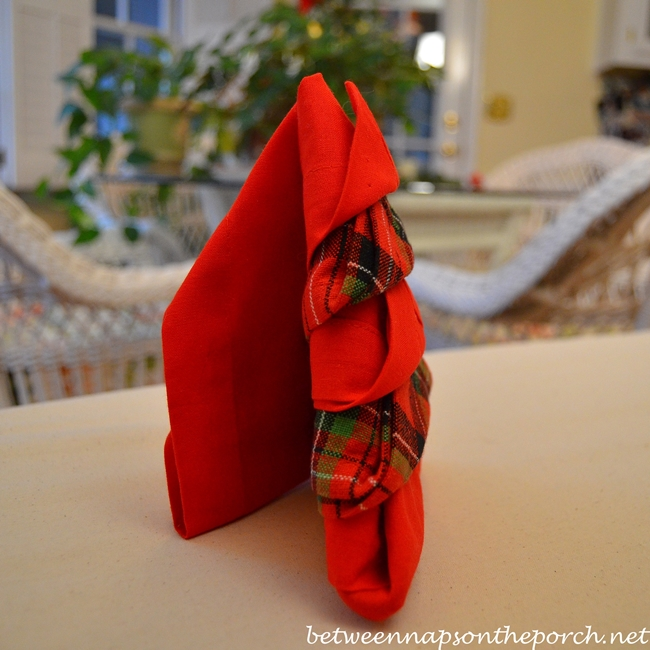 Christmas Tree Napkin Fold in Standing Position_wm
