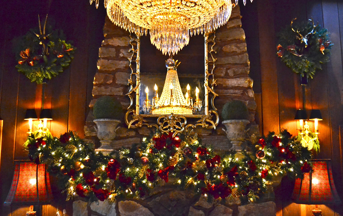 Ways To Decorate A Mantel For Christmas - Christmas cabin fireplace scenes