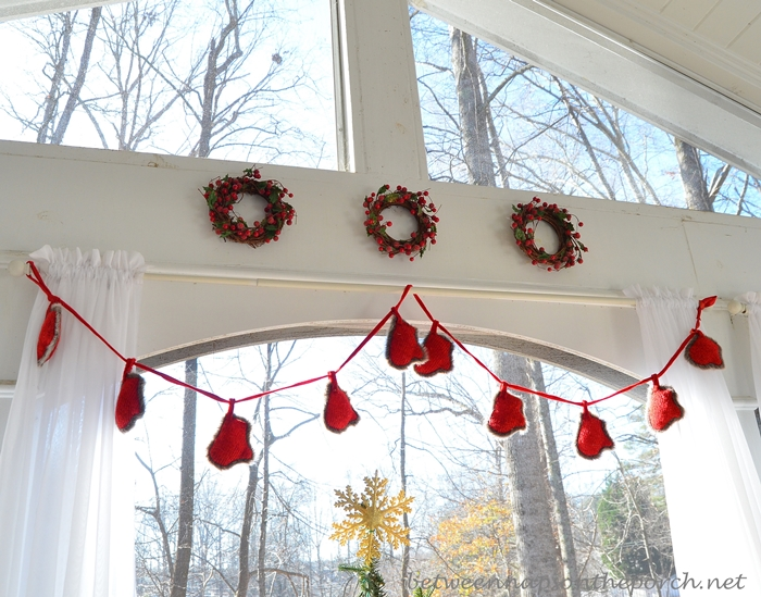 Mitten Garland for Christmas Decorating