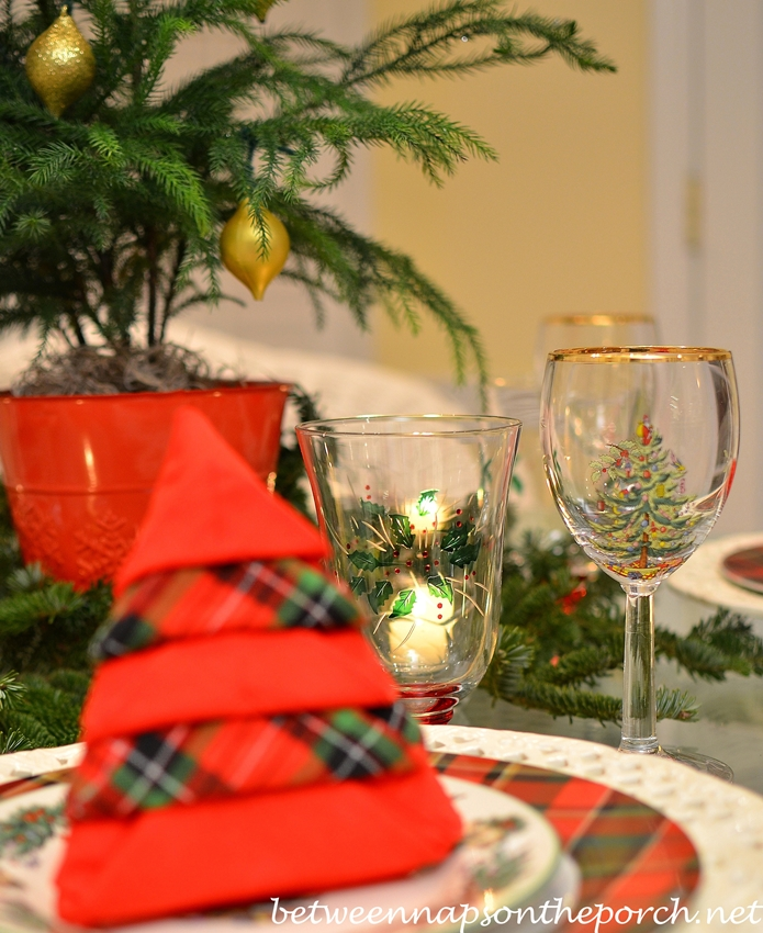 Christmas table setting tablescape with spode christmas tree garland