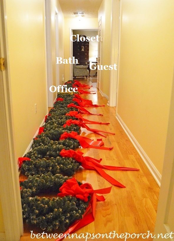 Wreaths-Ready-to-Hang-on-Exterior-Windows_wm