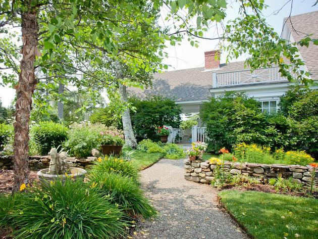 Tour Kirstie Alley's Maine Home, Decorated With A Feminine