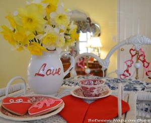 Valentines-Day-Decorating-Ideas and Heart Napkin Fold