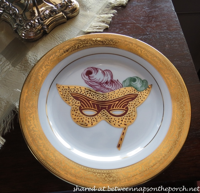 Mardi Gras Table Setting with Mardi Gras Mask Plates