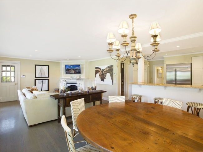 Tour Jimmy Fallon's Farmhouse in The Hamptons