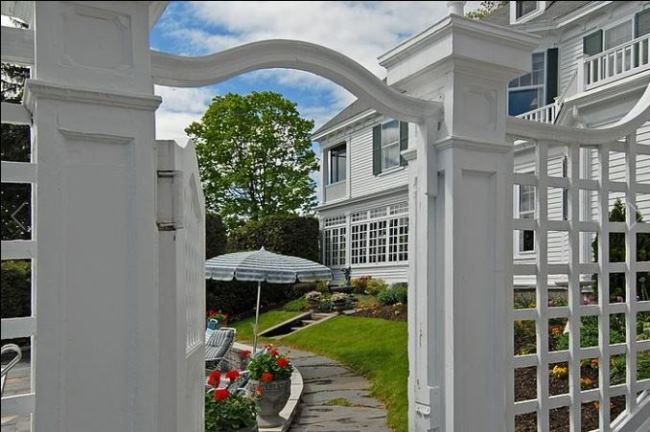 Historic New Hampshire Home for Sale 01