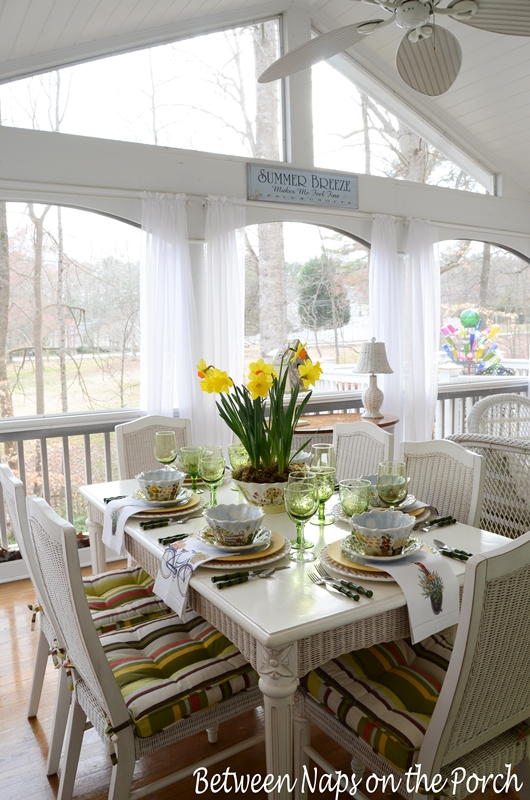 Springtime-Table-Setting-Tablscape-with-Daffodil-Centerpiece