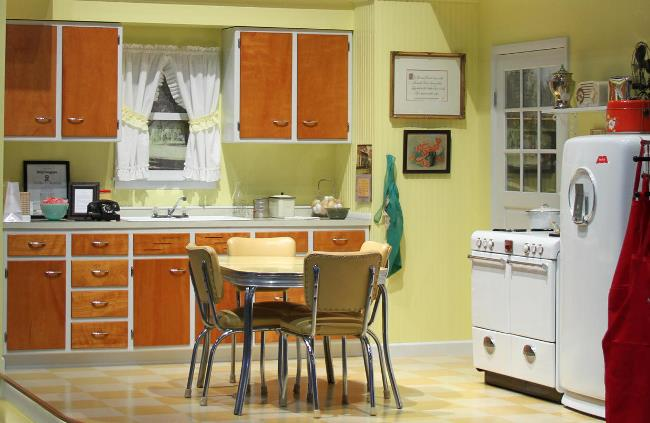 Kitchen design from the 1940 39 s through the 1970 39 s for 1940s kitchen cabinets