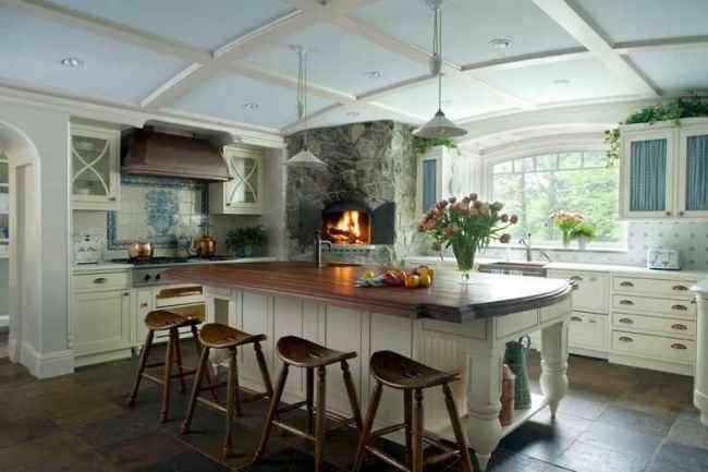 Large Kitchen with Eat-in Island