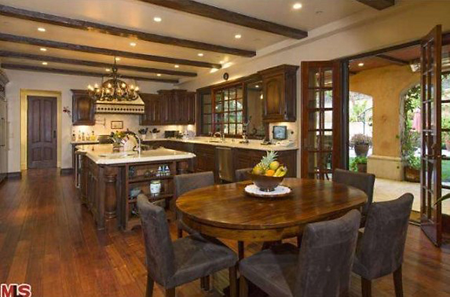 Modern Family, Sofia Vergara's Kitchen in Her Beverly Hill's Home