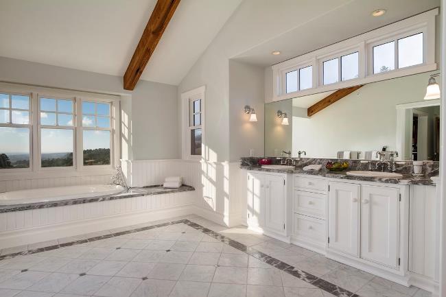 White Bath in Carmel Cottage