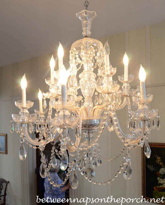Entry Chandelier in Greenwood Plantation_wm