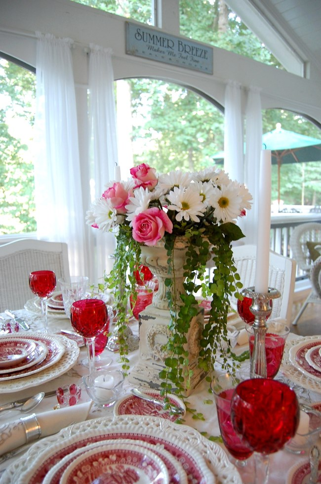 Floral Centerpiece of Roses and Daisies