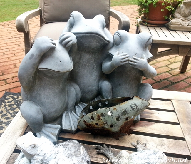 Frogs for the garden_wm