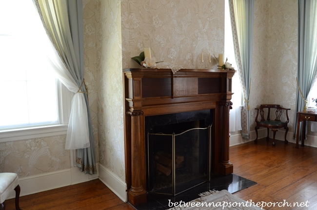 Greenwood Plantation Bedroom with Fireplace