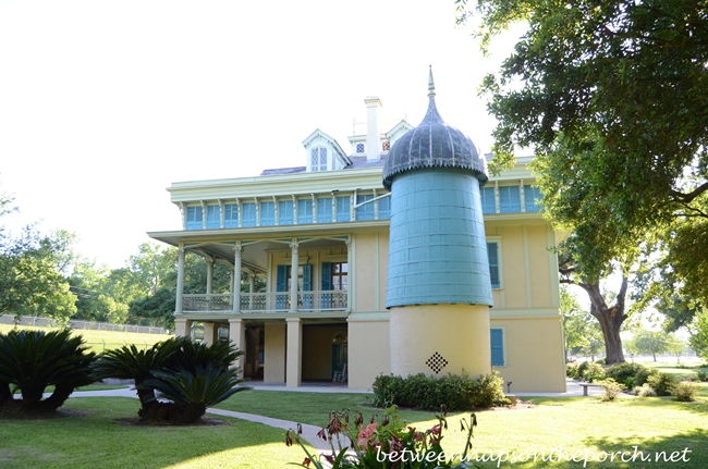Side View of San Francisco Plantation, Louisiana_wm
