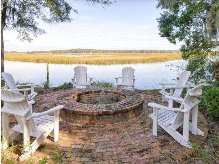Brick Fire Pit for an Island Home