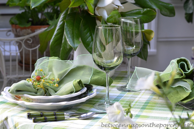 Green Wine Glasses for Summer Dining_wm