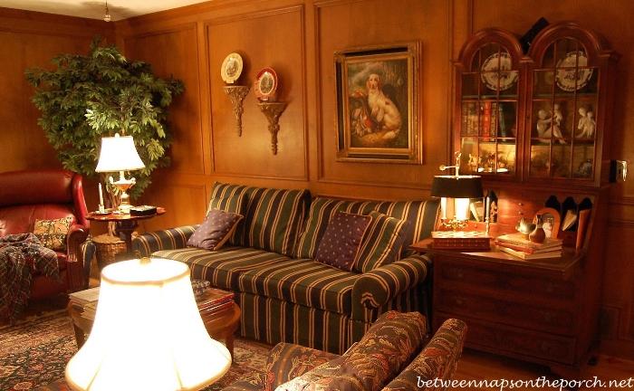 Living Room With Judges Panelinga_wm