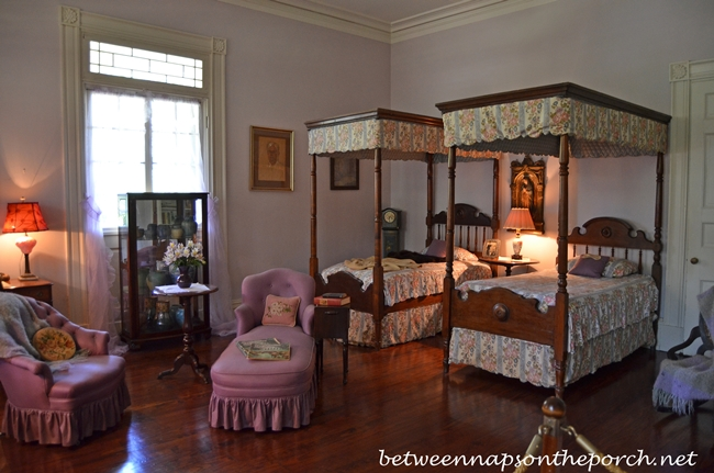Oak Alley Plantation Bedroom With Twin Canopy Beds_wm