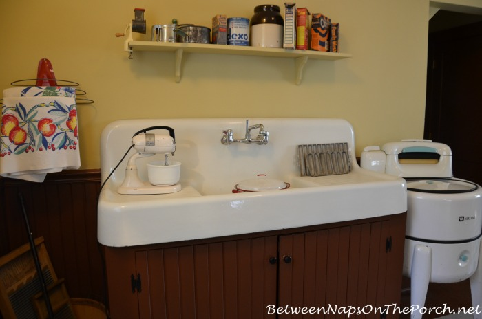 A Christmas Story Kitchen Sink 3