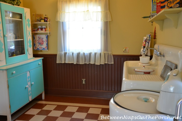 A Christmas Story Movie House Kitchen (2)
