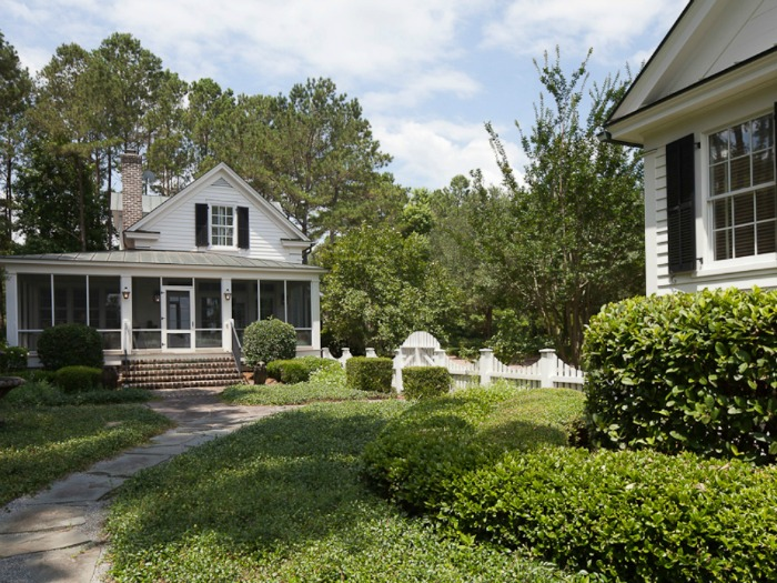 Ford Plantation Home With Guest Cottage