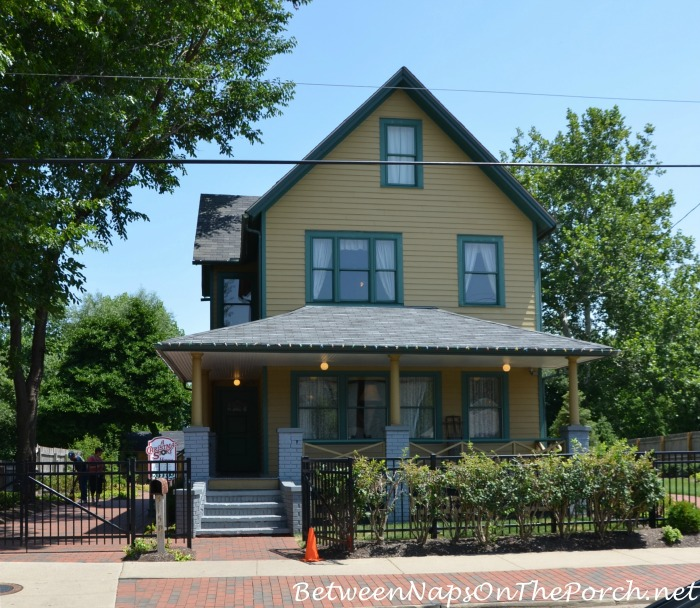 Tour A Christmas Story Movie House In Cleveland Ohio