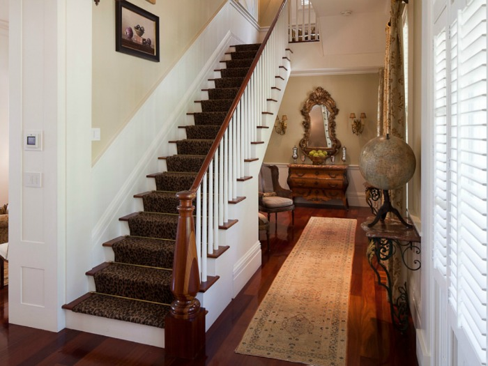 Traditional Entry With Long Runner