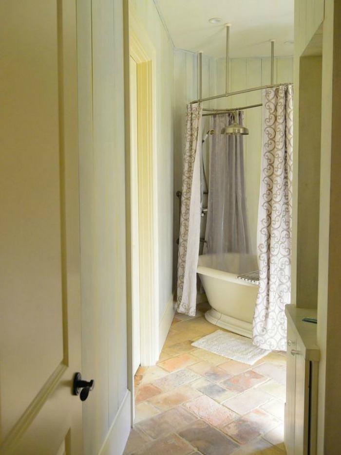Bath Decorated in Soft Neutrals