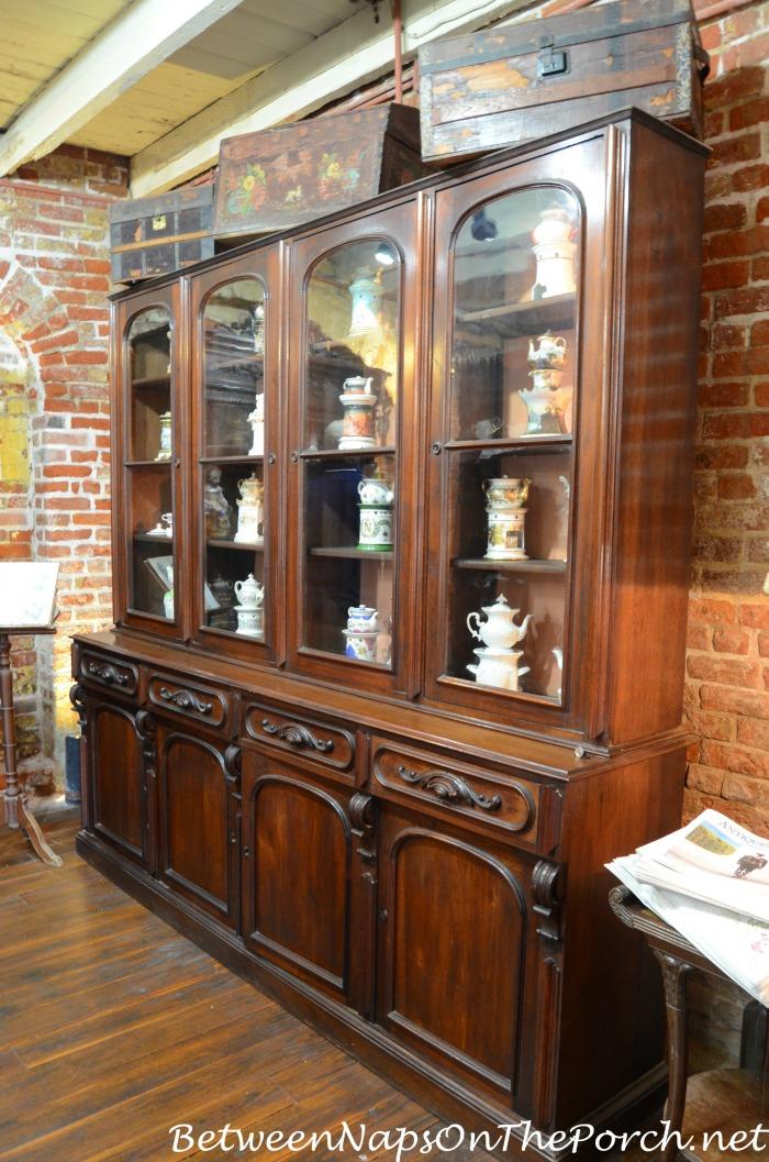 Frances Parkinson Keyes Porcelain Veilleuses Collection