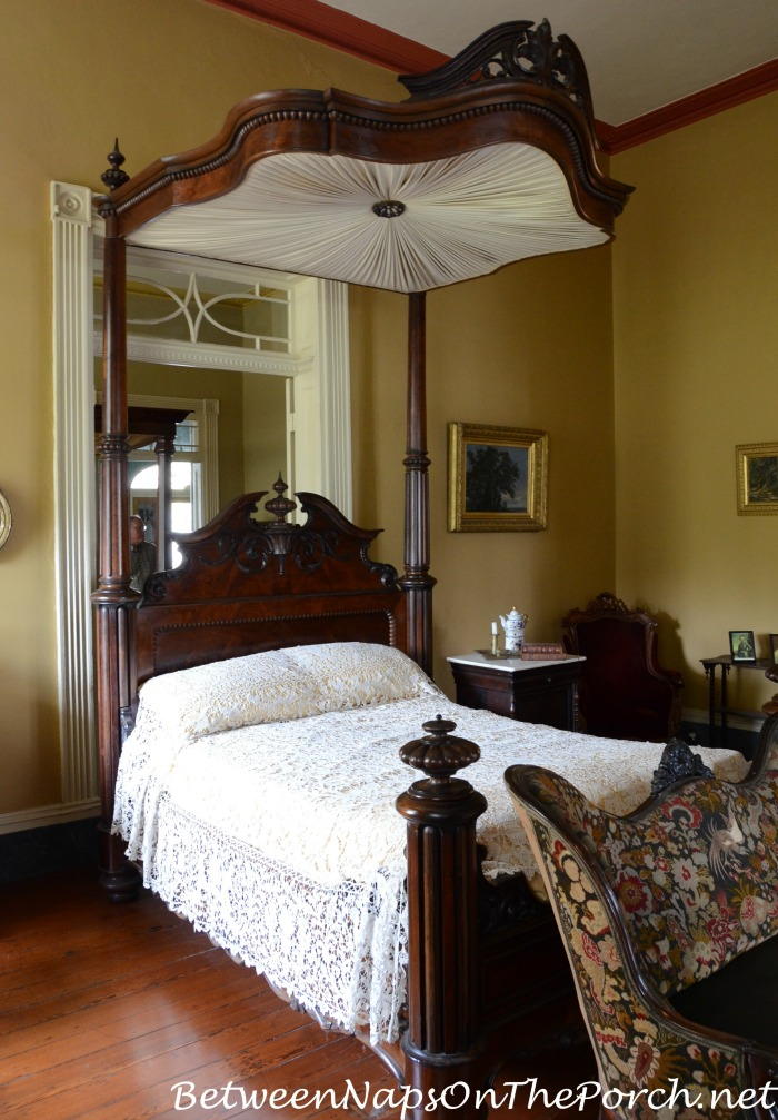 Tester Bed in Beauregard Keyes House & Garden Museum 12_wm