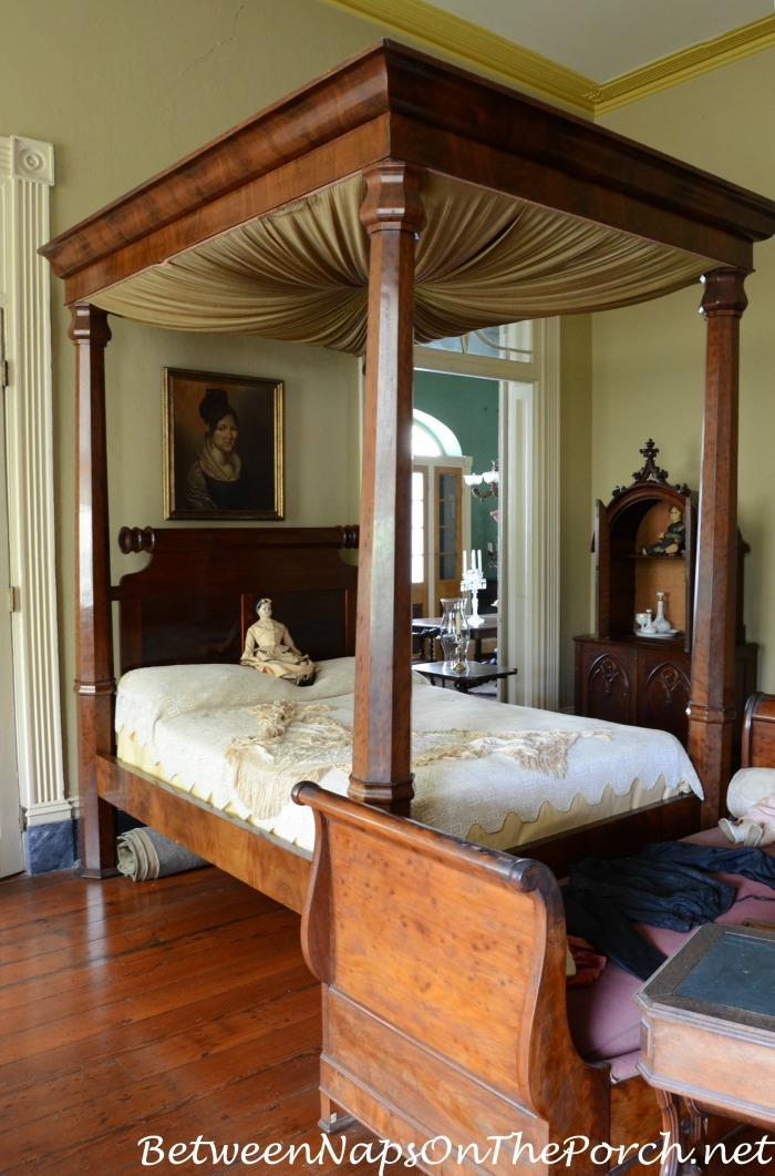 Tester Bed in Beauregard Keyes House & Garden Museum 16_wm