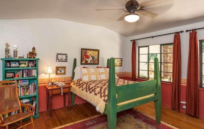 Annie Potts Bedrooms In Her Tarzana Home 2