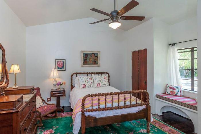 Annie Potts Bedrooms In Her Tarzana Home 3