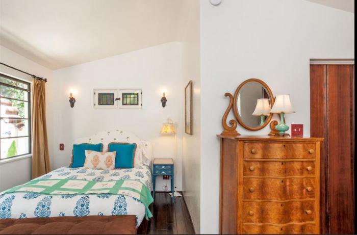 Annie Potts Bedrooms In Her Tarzana Home 5