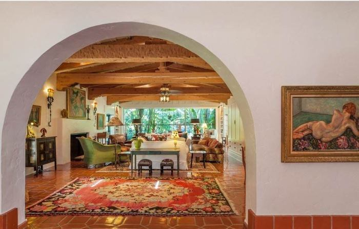 Annie Potts Hacienda-Style Home In Tarzana, Los Angeles, California 21