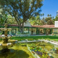 The Colorful Home Of Annie Potts From Designing Women