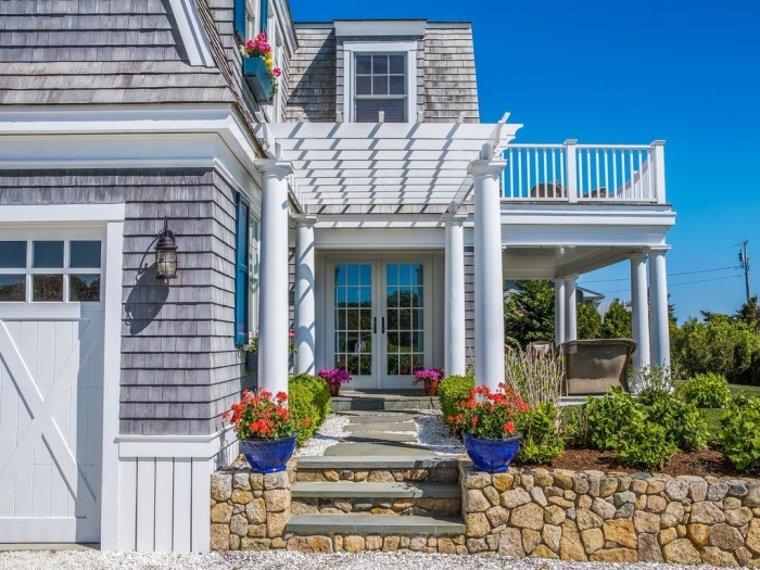 Beach Cottage With Pegola Over Entrance