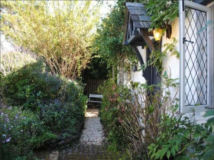 Fairytale Cottage For Sale, Fig Tree Cottage 11