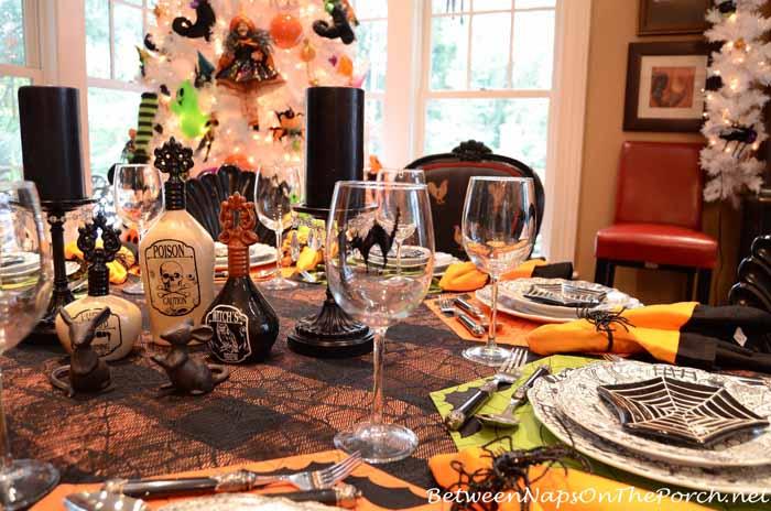 Balck Cat Wine Glasses for Halloween Table Setting