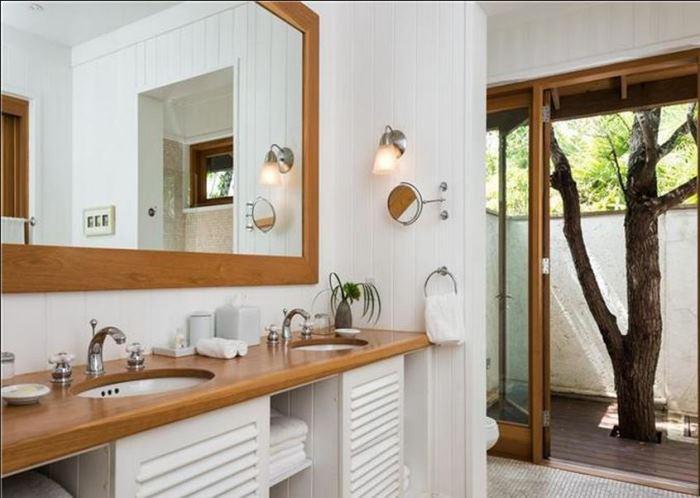 Christie Brinkley's Beach House Bathroom