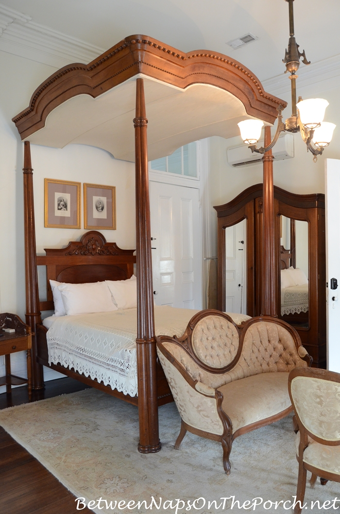 Full Tester Bed in Nottoway Plantation