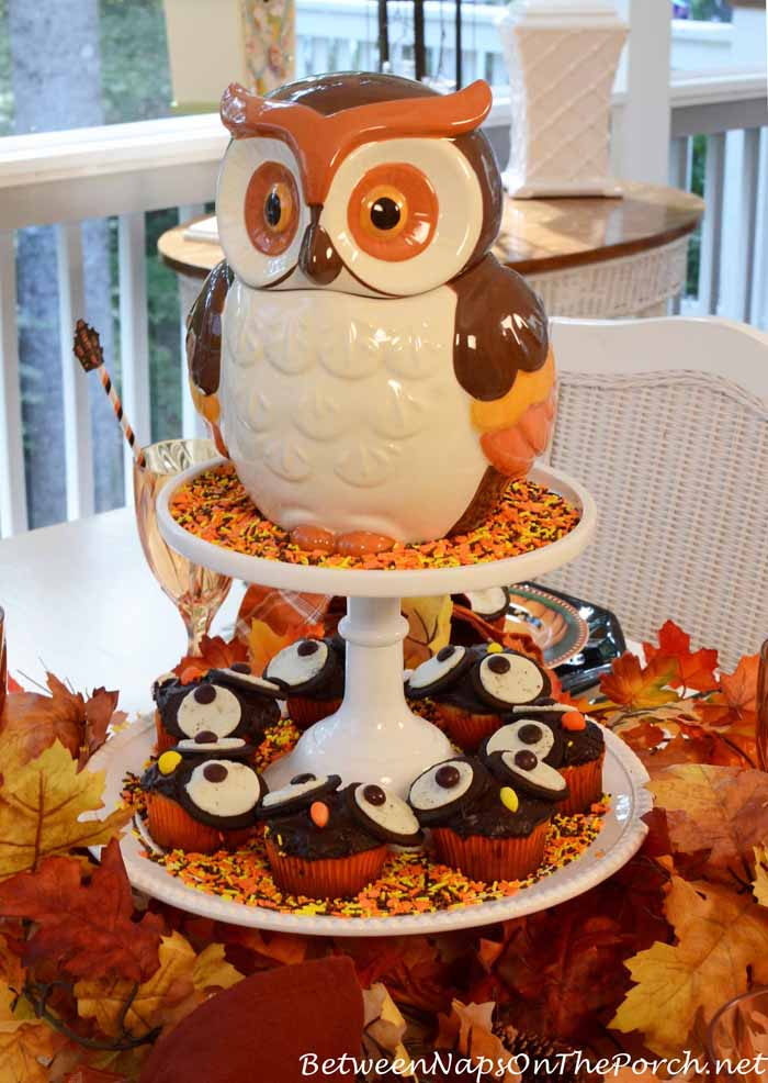 Halloween table setting with owl cupcakes for How to make halloween cupcakes from scratch